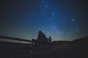 Çünkü Yıldızların Örtüsü Yoktur