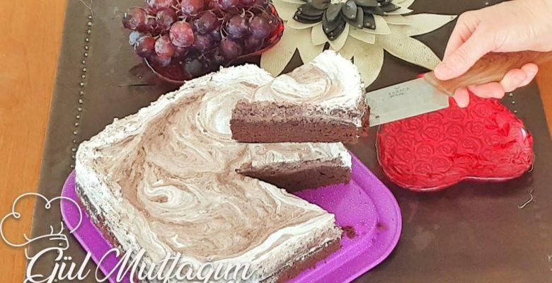 Çay Demi ile Farklı Çikolatalı Soslu Kek
